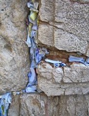 190px-Prayer_Papers_in_the_Western_Wall.jpg